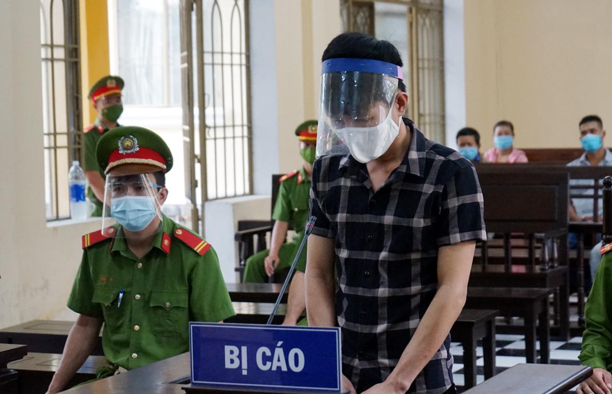 Bị cáo Trần Văn Hộp trong phiên tòa sơ thẩm sáng 10/9. Ảnh: Đắc Thành.