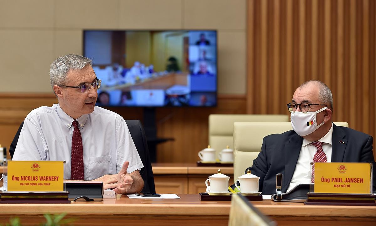 Đại sứ Pháp (trái) và đại sứ Bỉ trong cuộc làm việc chiều 9/9. Ảnh: VGP.