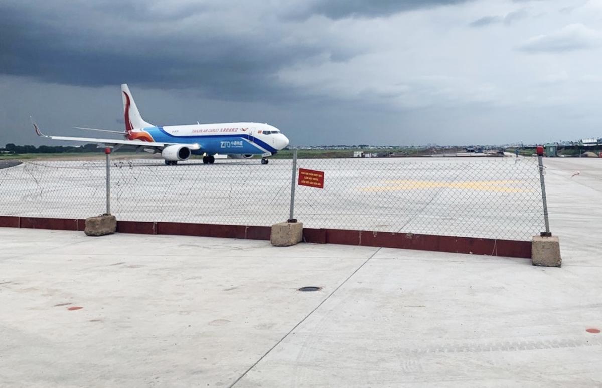 Máy bay di chuyển qua đường băng S7 sau khi đưa vào khai thác, chiều 10/9. Ảnh: Ban quản lý dự án Mỹ Thuận