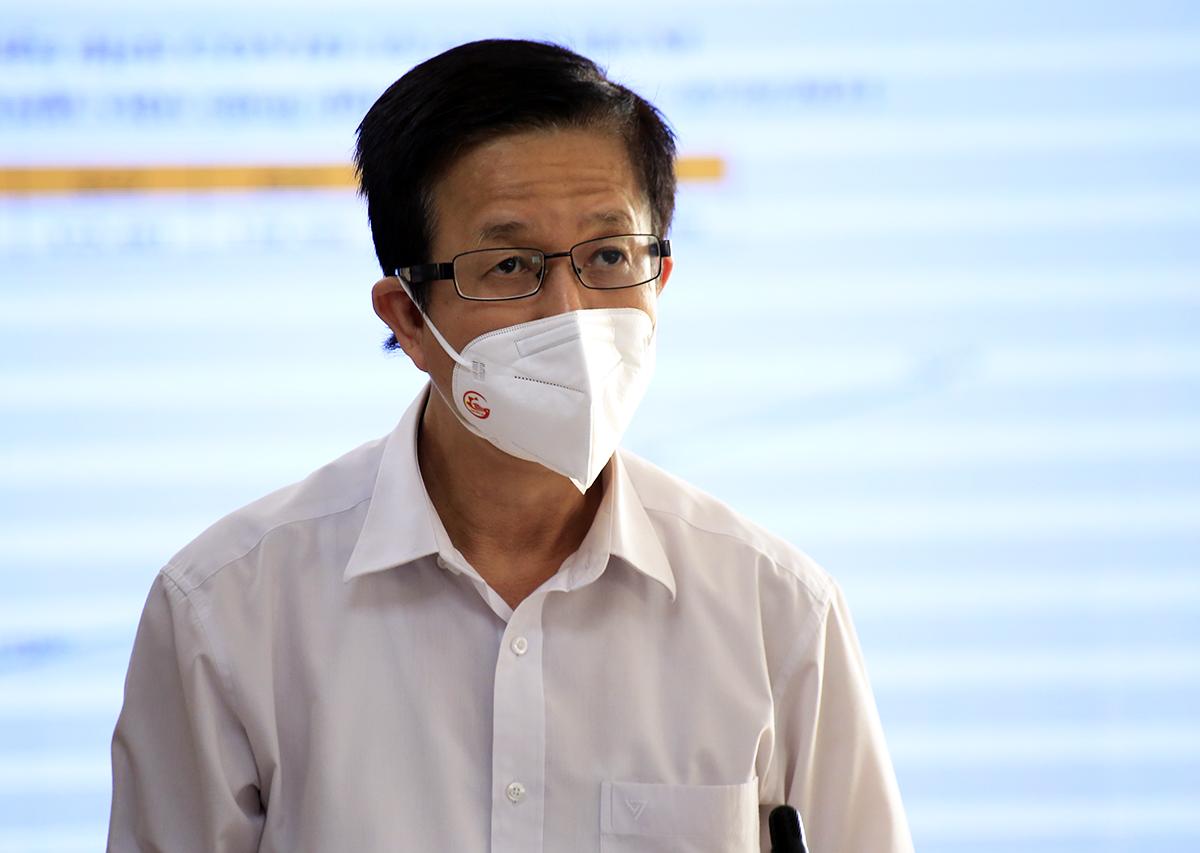 Phó ban chỉ đạo phòng chống Covid-19 TP HCM Phạm Đức Hải tại cuộc họp báo. Ảnh: Hữu Công
