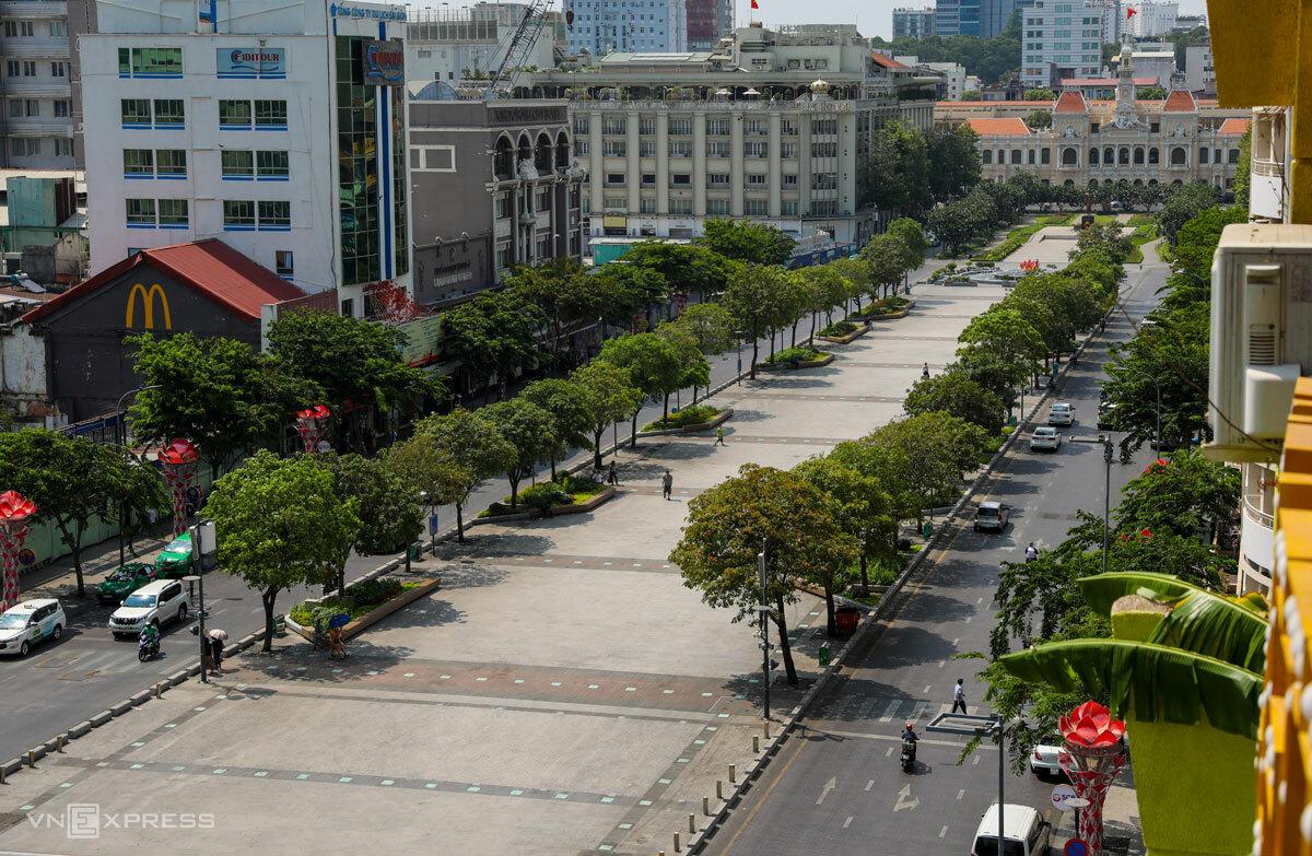 Phố đi bộ Nguyễn Huệ, Quận 1, TP HCM nhìn từ trên cao, tháng 3/2020. Ảnh: Như Quỳnh