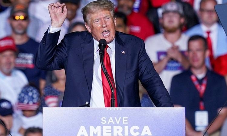 Cựu tổng thống Mỹ Donald Trump tại cuộc mít tinh ở bang Alabama ngày 21/8. Ảnh: Reuters.
