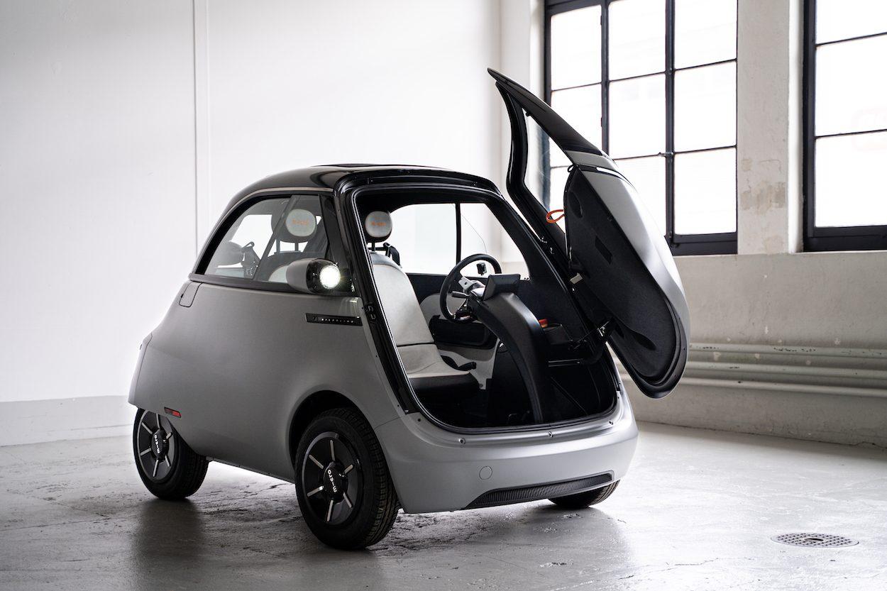Cửa mở từ phía đầu xe của Microlino 2.0.