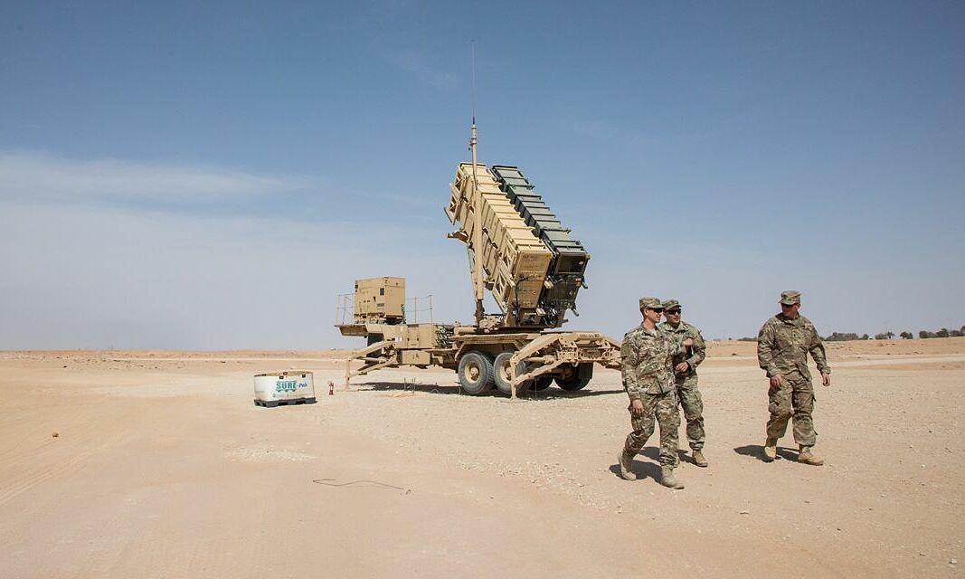Hệ thống tên lửa đánh chặn Patriot của quân đội Mỹ được triển khai đến căn cứ không quân Prince Sultan, Arab Saudi vào năm 2019. Ảnh: WSJ.