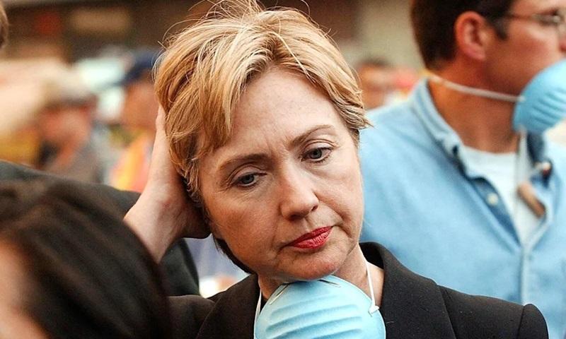 Bà Hillary Clinton thăm hiện trường vụ khủng bố ở New York ngày 12/9/2001. Ảnh: AFP.