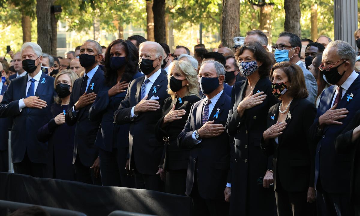 Tổng thống Joe Biden (thứ năm từ bên trái) tại lễ tưởng niệm khủng bố ở New York hôm 11/9. Ảnh: Reuters.