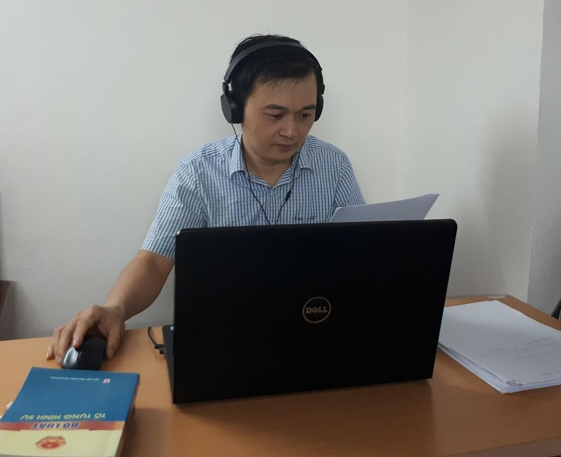 Nhiều hoạt động chuyên môn của luật sư Vũ Tiến Vinh phải chuyển qua hình thức trực tuyến do dịch bệnh. Ảnh: Nhân vật cung cấp.