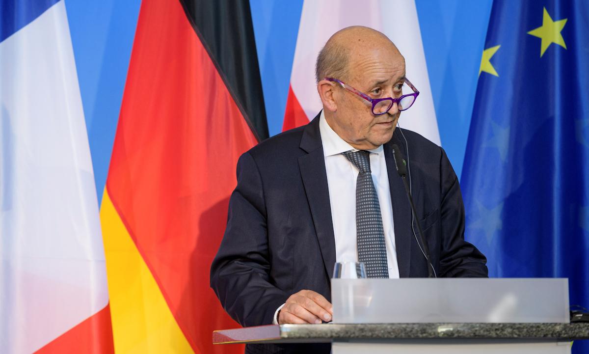 Ngoại trưởng Pháp Jean-Yves Le Drian phát biểu tại họp báo chung tại Đại học Bauhaus ở Weimar, Đức hôm 10/9. Ảnh: Reuters.