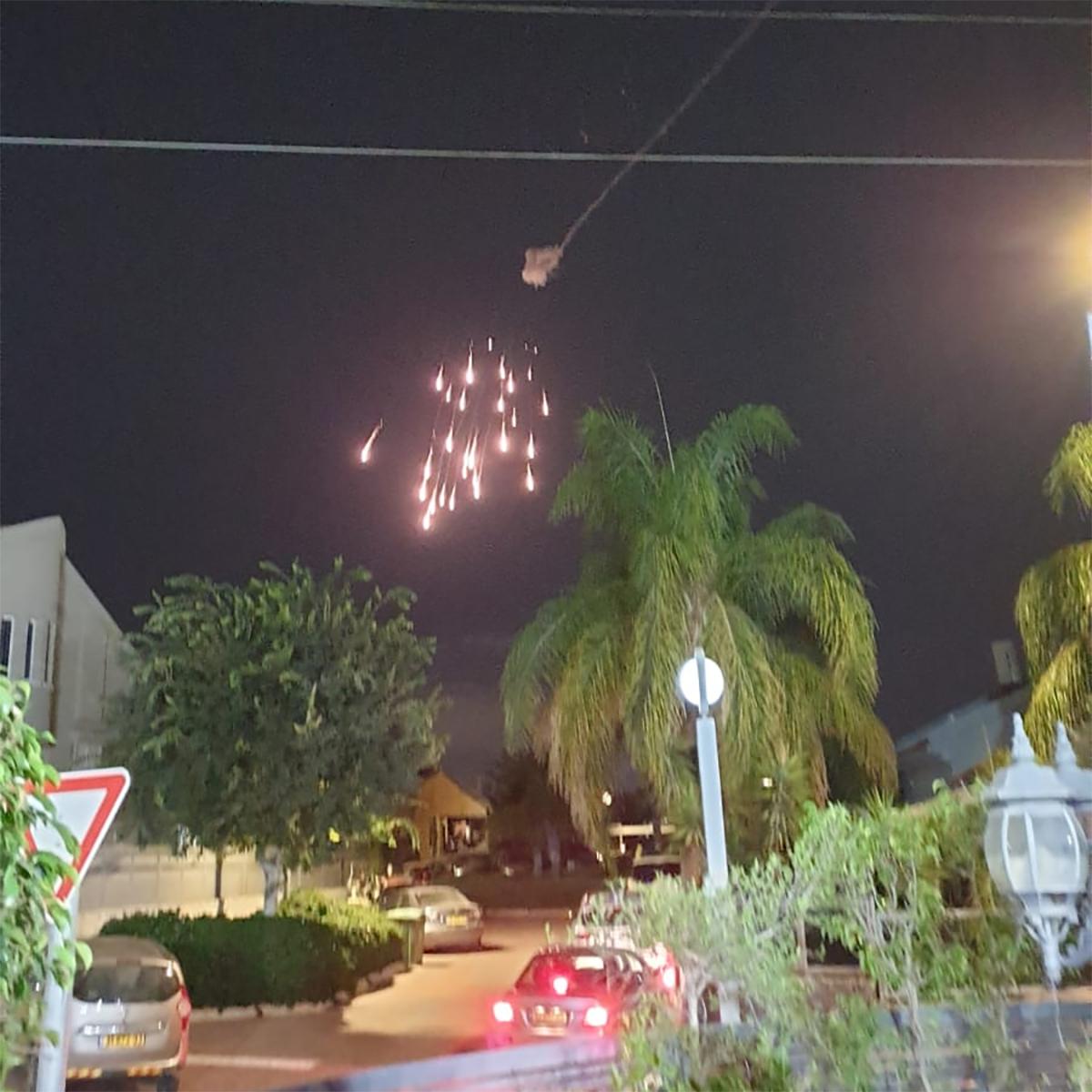 Tên lửa của tổ hợp Vòm sắt bắn hạ rocket trên bầu trời thành phố Sderot, Israel ngày 12/9. Ảnh: Times of Israel.