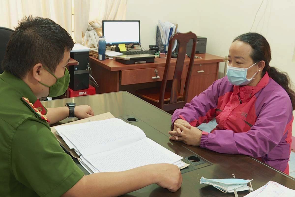 Bà Trần Thị Thuý tại cơ quan công an. Ảnh: Ngọc Oanh