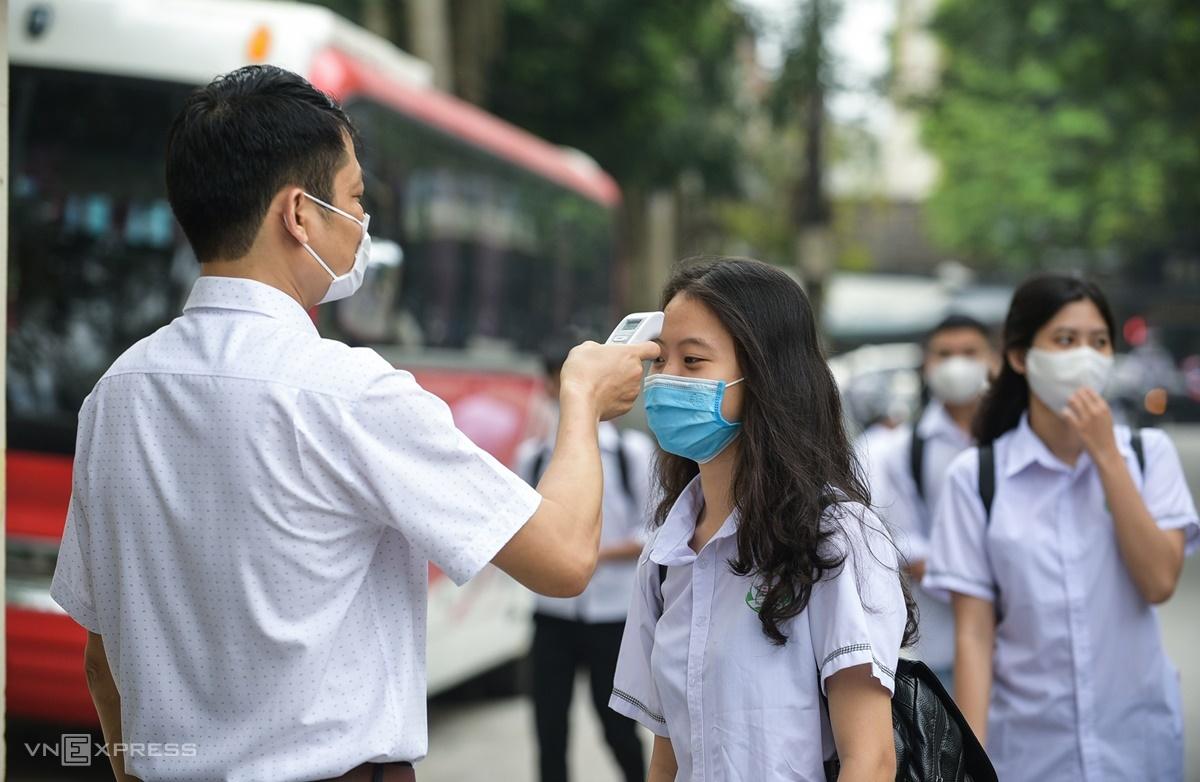 Học sinh Thanh Hóa trở lại trường sau thời gian dài nghỉ phòng dịch, tháng 4/2020. Ảnh: Lê Hoàng