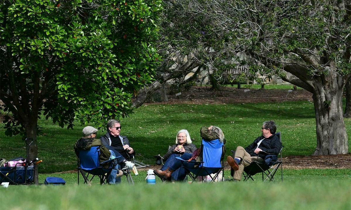 Dân Australia tụ họp ở Vườn Thực vật Hoàng gia ở thành phố Sydney ngày 13/9. Ảnh: AFP.