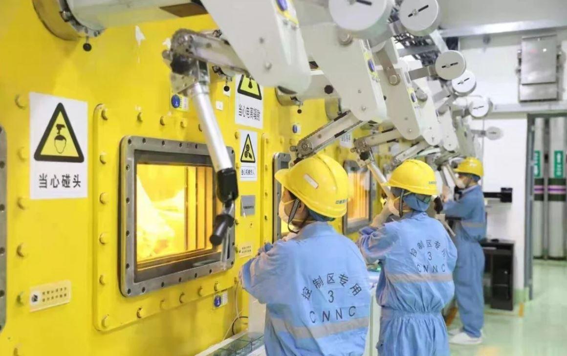Nhà máy biến chất thải hạt nhân thành thủy tinh