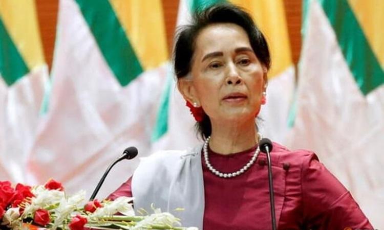 Bà Aung San Suu Kyi phát biểu tại thủ đô Naypyidaw, Myanmar năm 2017. Ảnh: Reuters.
