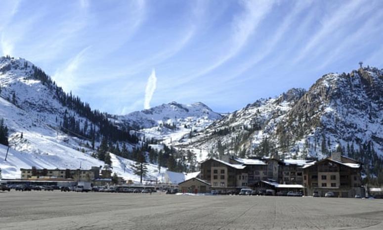 Khu trượt tuyết Thung lũng Squaw ở hồ Tahoe, bang California. Ảnh: AP