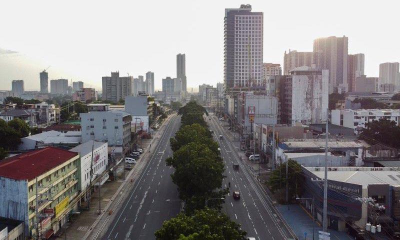 Đường phố vắng vẻ tại thành phố Quezon, thuộc vùng đô thị Manila ở Philippines, hôm 9/8. Ảnh: Reuters.