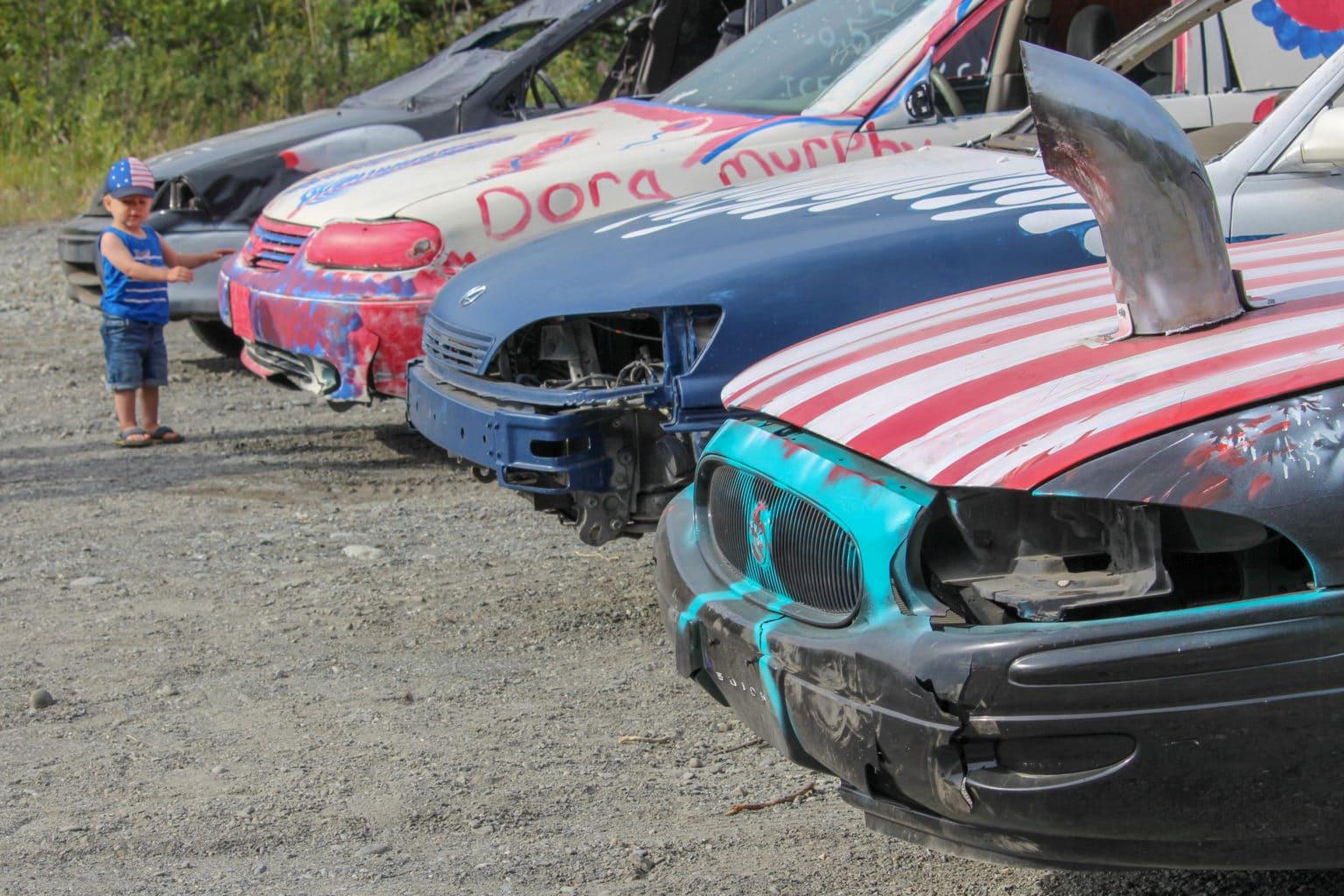 Xe thường được sơn màu theo lá cờ Mỹ trước khi tham gia sự kiện. Ảnh: Roadtrippers