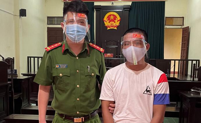 Nguyễn Văn Bắc bị dẫn giải đến toà sơ thẩm sáng 14/9. Ảnh: T. Thanh.
