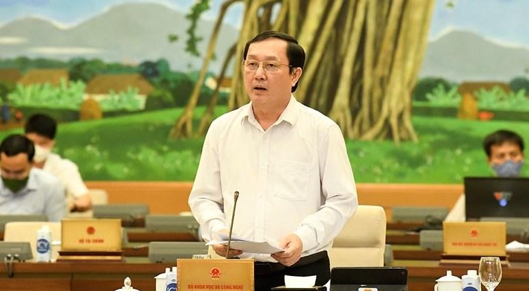 Bộ trưởng Khoa học và Công nghệ Huỳnh Thành Đạt trình bày tờ trình của Chính phủ về dự án Luật sửa đổi, bổ sung một số điều của Luật Sở hữu trí tuệ, chiều 14/9. Ảnh: Trung tâm báo chí Quốc hội