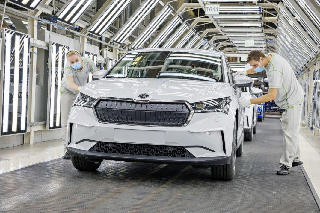 Dây chuyền sản xuất xe điện Enyaq SUV của Skoda. Ảnh: Skoda