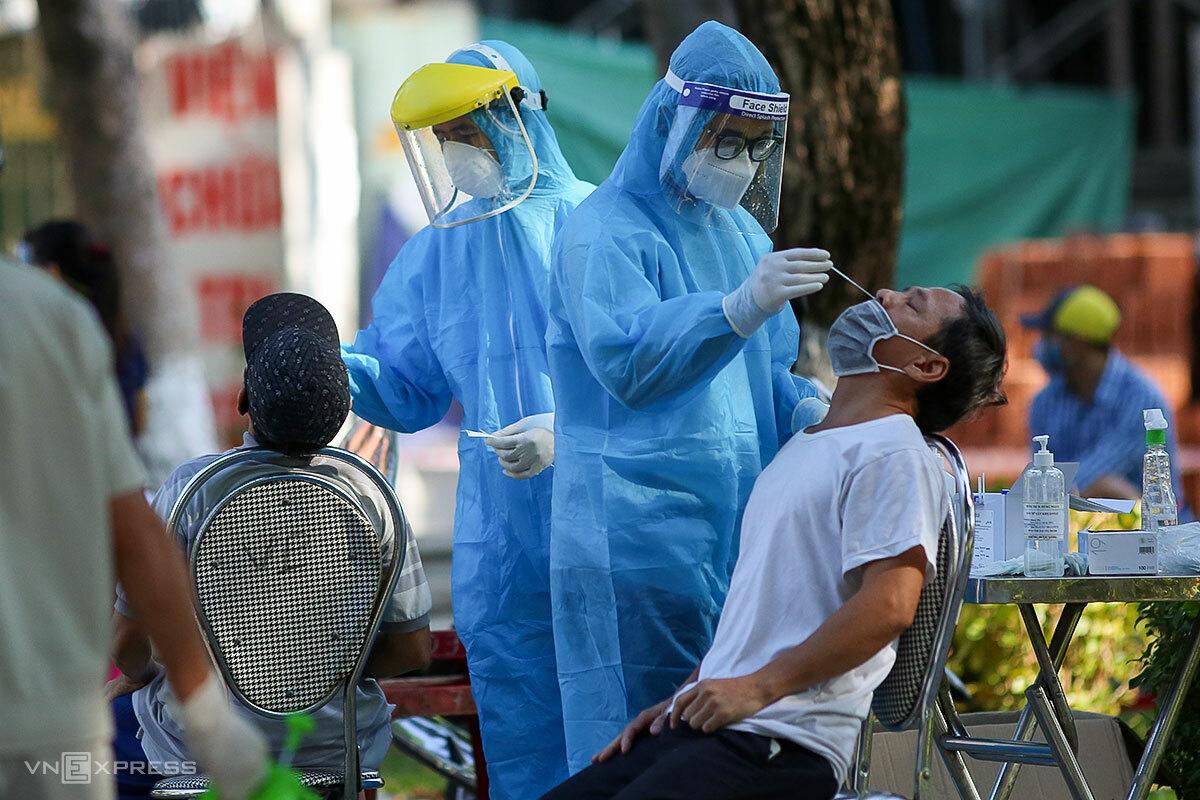 Đà Nẵng đang lấy mẫu xét nghiệm toàn dân lần thứ 7, trong vòng 30 ngày qua. Ảnh: Nguyễn Đông