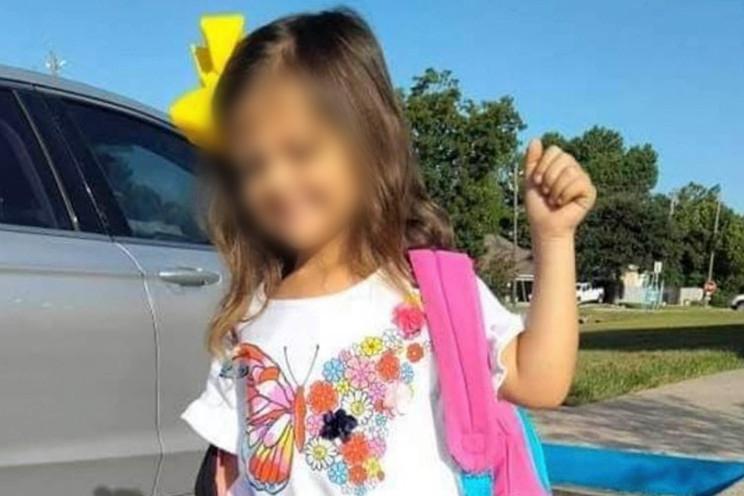 Bé gái 4 tuổi Kali Cook. Ảnh: GoFundMe/Karra Harwood.