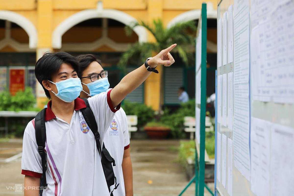 Thí sinh dự thi tốt nghiệp THPT năm 2021 tại TP HCM hôm 7/7. Ảnh: Quỳnh Trần