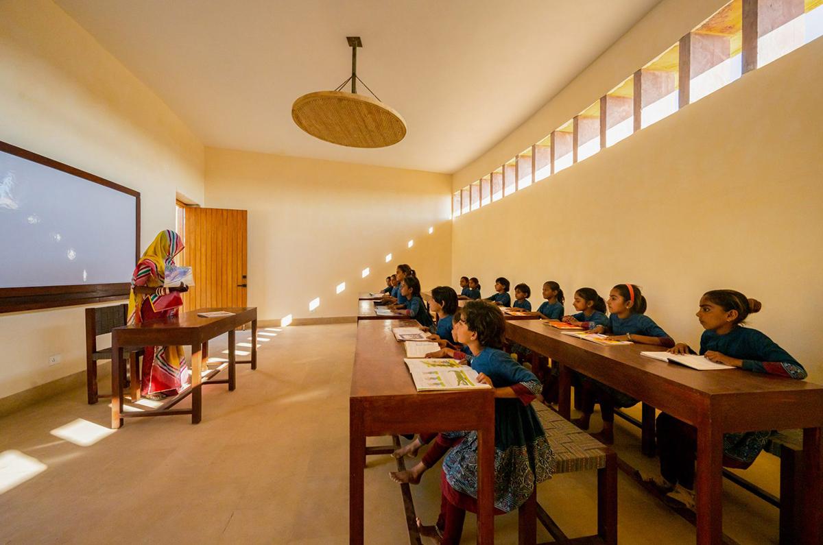 Không gian một lớp học ở trường nữ sinh Rajkumari Ratnavati. Ảnh: Vinay Panjwani