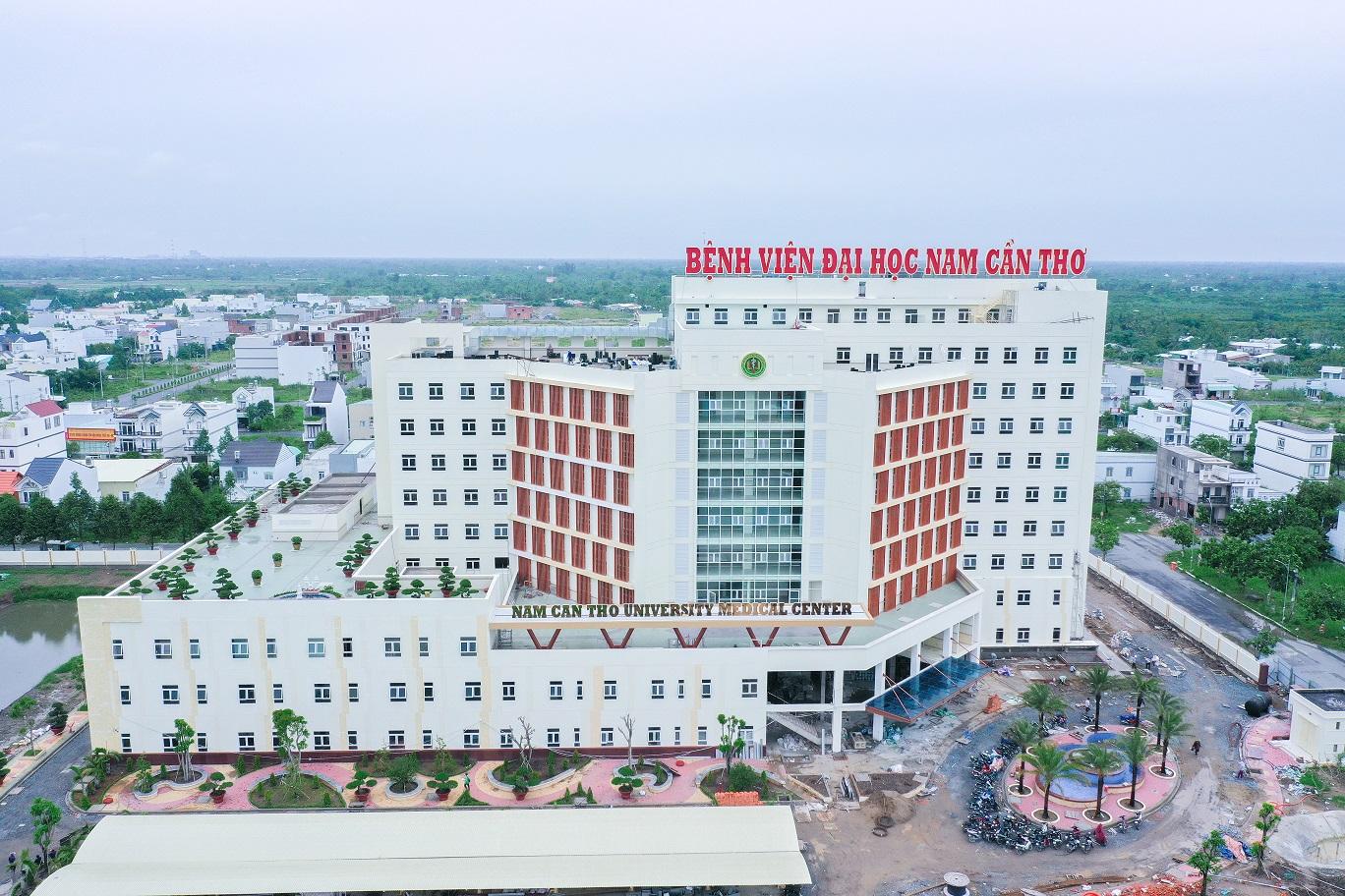 Bệnh viện Đại học Cần Thơ phục vụ nhu cầu khám sức khỏe, giúp sinh viên thực tập kiến thức.