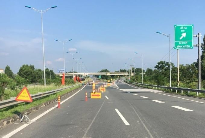 Rào cao tốc Hà Nội - Lào Cai để kiểm soát phương tiện. Ảnh:CTV