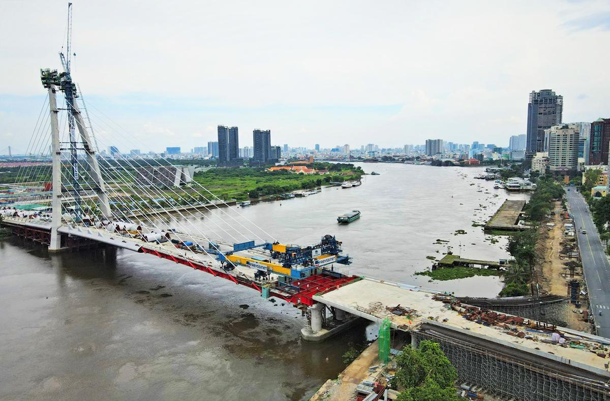 Cầu Thủ Thiêm 2 đang được thi công, tháng 9/2021. Ảnh: Hạ Giang