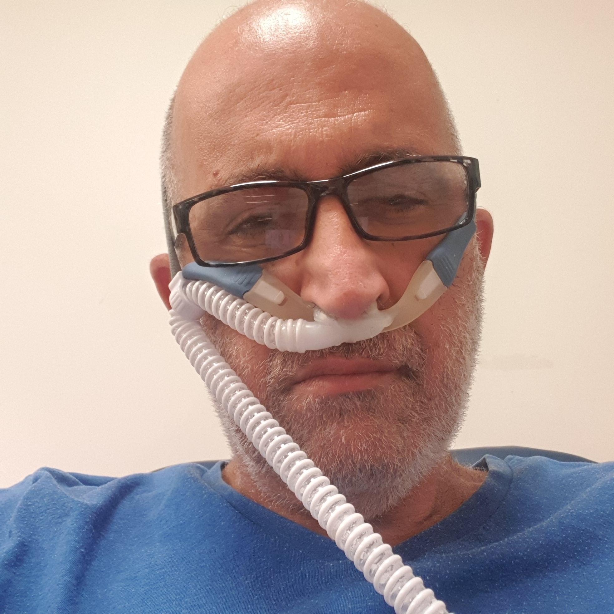 Hai Shaulian trong lúc điều trị tại Trung tâm Y tế Wolfson ở thành phố Holon, quận Tel Aviv, Israel. Ảnh: Facebook/Hai Shaulian.