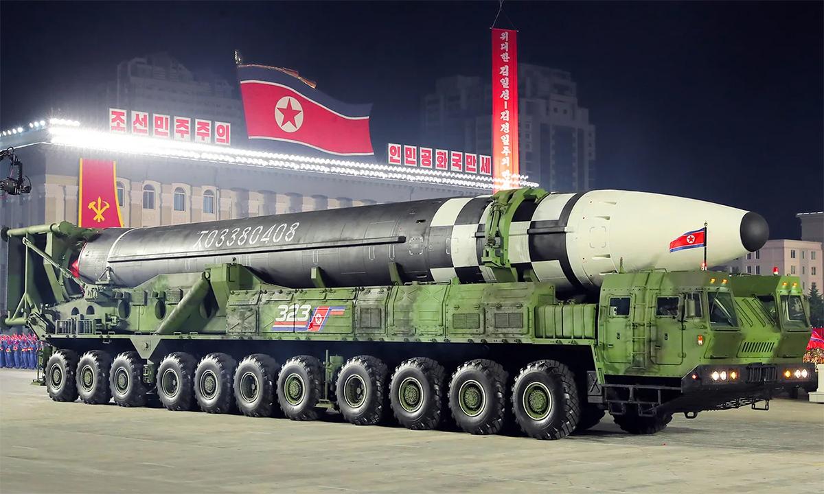 Mẫu tên lửa đạn đạo xuyên lục địa mới được Triều Tiên công bố trong lễ duyệt binh tháng 10/2020 tại thủ đô Bình Nhưỡng. Ảnh: KCNA.