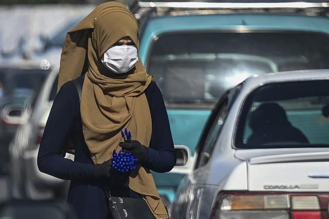 Một phụ nữ Afghanistan trên đường phố thủ đô Kabul hôm 5/9. Ảnh: AFP.