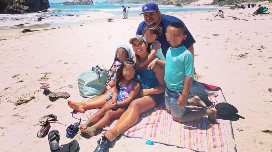 Vợ chồng Macias và 4 con nhỏ. Ảnh: KKTV.