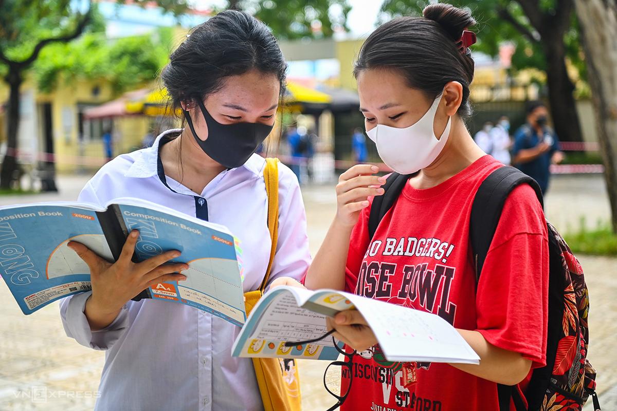Thí sinh dự thi tốt nghiệp THPT tại Hà Nội hôm 8/7. Ảnh: Giang Huy