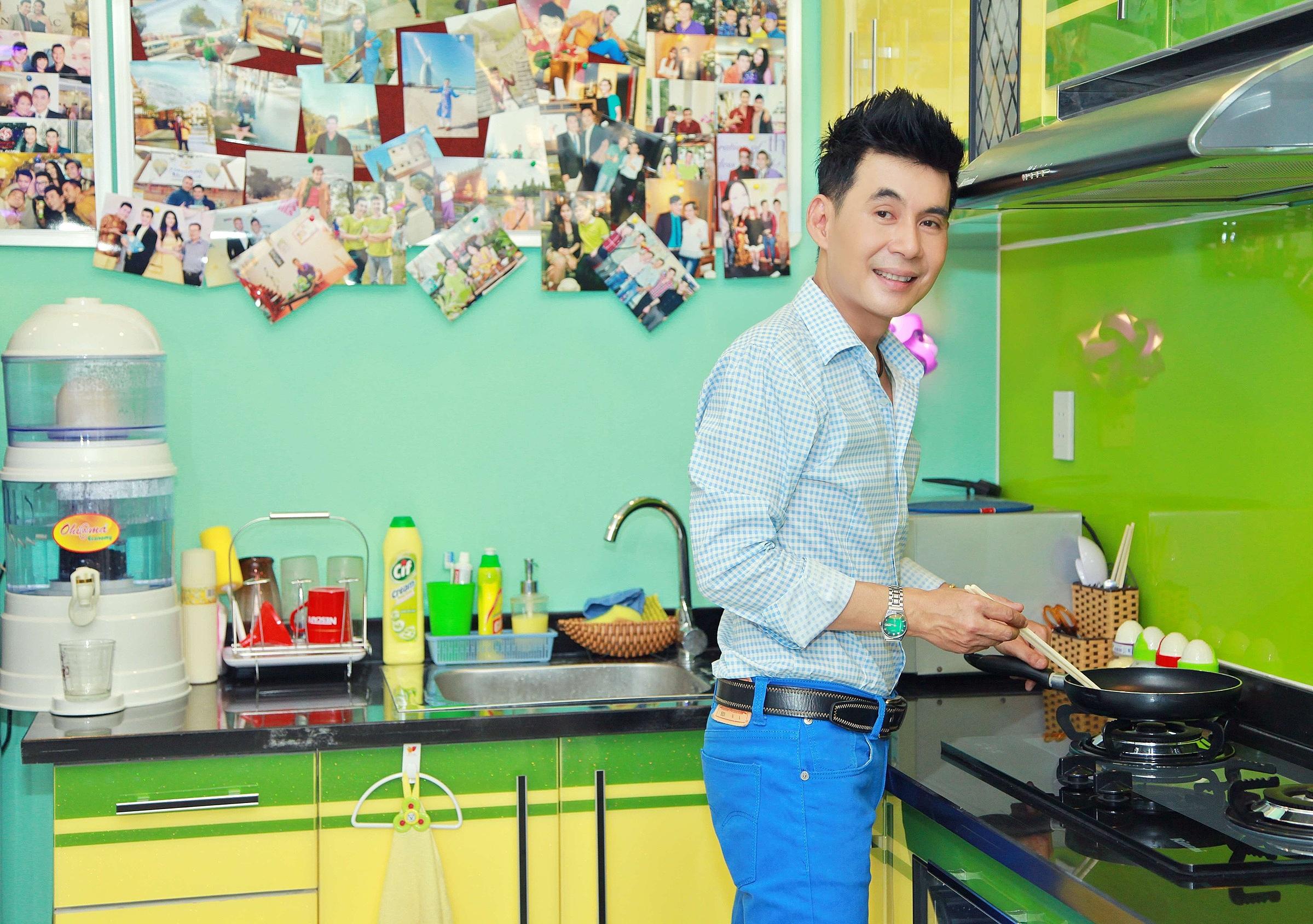 Đoan Trường thích vào bếp nấu nhiều món ăn trong những ngày giãn cách.