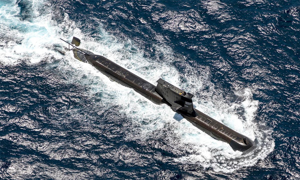 Tàu ngầm HMAS Rankin tham gia diễn tập AUSINDEX 21 ngoài khơi thành phố Darwin, Australia ngày 10/9. Ảnh: BQP Australia.