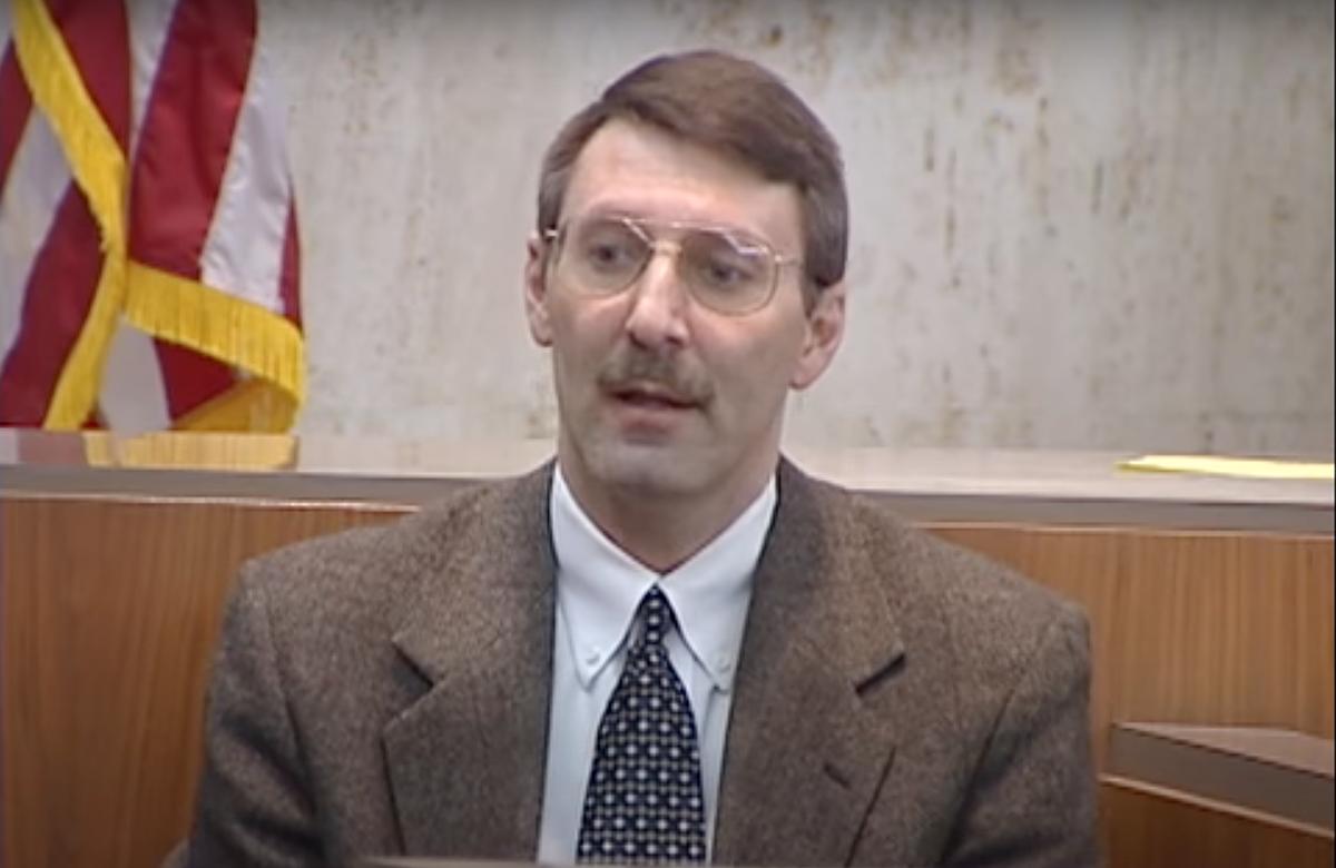 David trong phiên toà năm 2001. Ảnh: Wood TV8