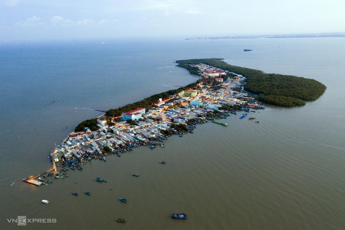 Xã đảo Cần Thạnh, thuộc Cần Giờ, nhìn từ trên cao. Ảnh: Hữu Khoa
