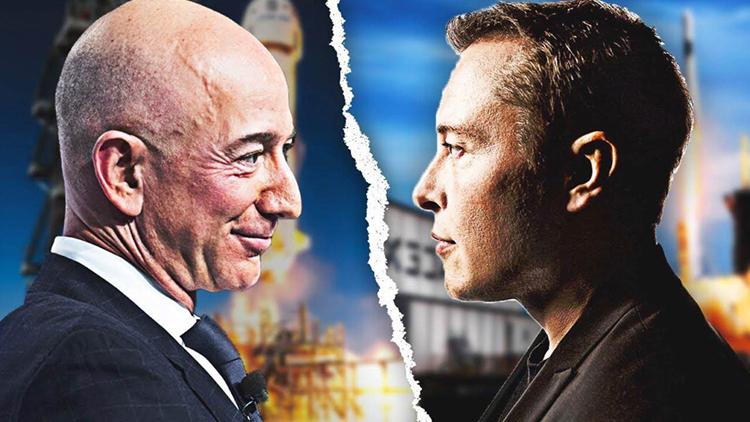 Nhà sáng lập Blue Origin Jeff Bezos (trái) và nhà sáng lập SpaceX Elon Musk. Ảnh: Tesla Oracle