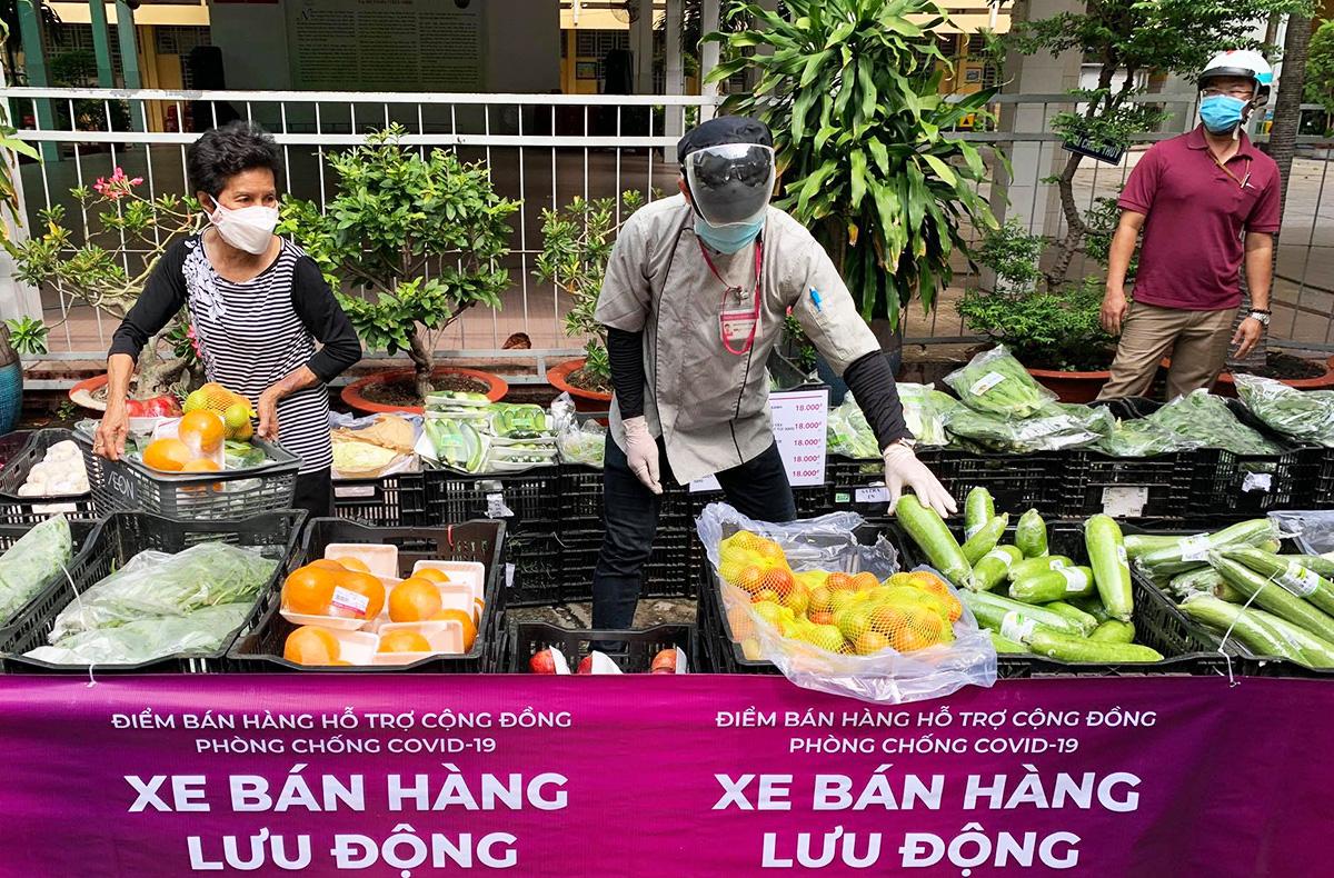 Siêu thị lưu động phục vụ người dân tại quận Bình Thạnh hồi tháng 7. Ảnh: Quỳnh Trần