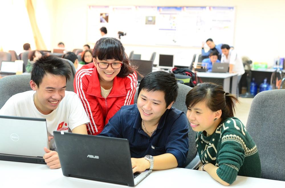 Sinh viên Viện Công nghệ Thông tin và Truyền thông, Đại học Bách khoa Hà Nội trong một giờ học. Ảnh: HUST