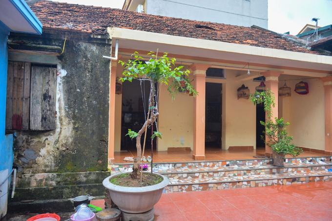 Căn nhà nhỏ của vợ chồng chị Hồng ở thôn Phú Hạng, xã Tân Phú, huyện Quốc Oai, Hà Nội. Ảnh: Phạm Chiểu
