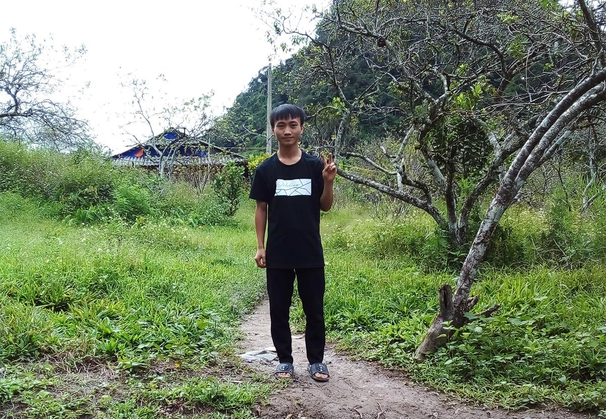 Xồng Bá Hùa tại quê nhà thuộc huyện Kỳ Sơn. Ảnh: Nhân vật cung cấp