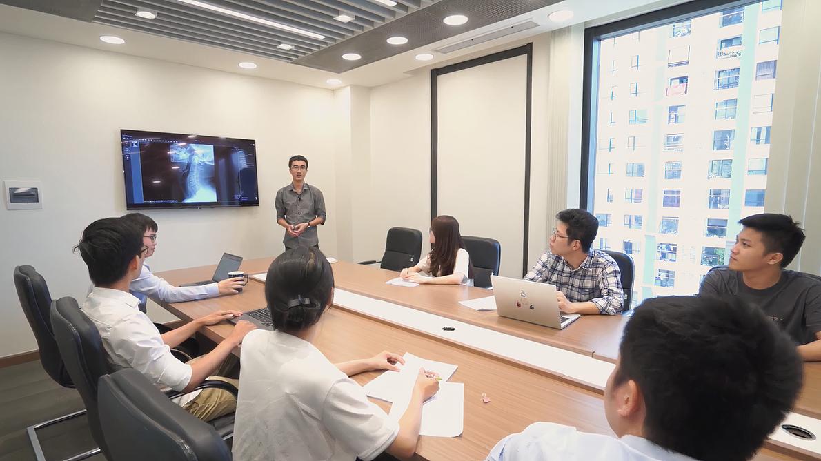 Kỹ sư Nguyễn Bá Dũng và đội ngũ Trung tâm Xử lý ảnh y tế thuộc VinBigdata tập trung nghiên cứu và phát triển các mô đun hỗ trợ chẩn đoán một số bệnh lý phổ biến điển hình liên quan tới phổi, gan, não...
