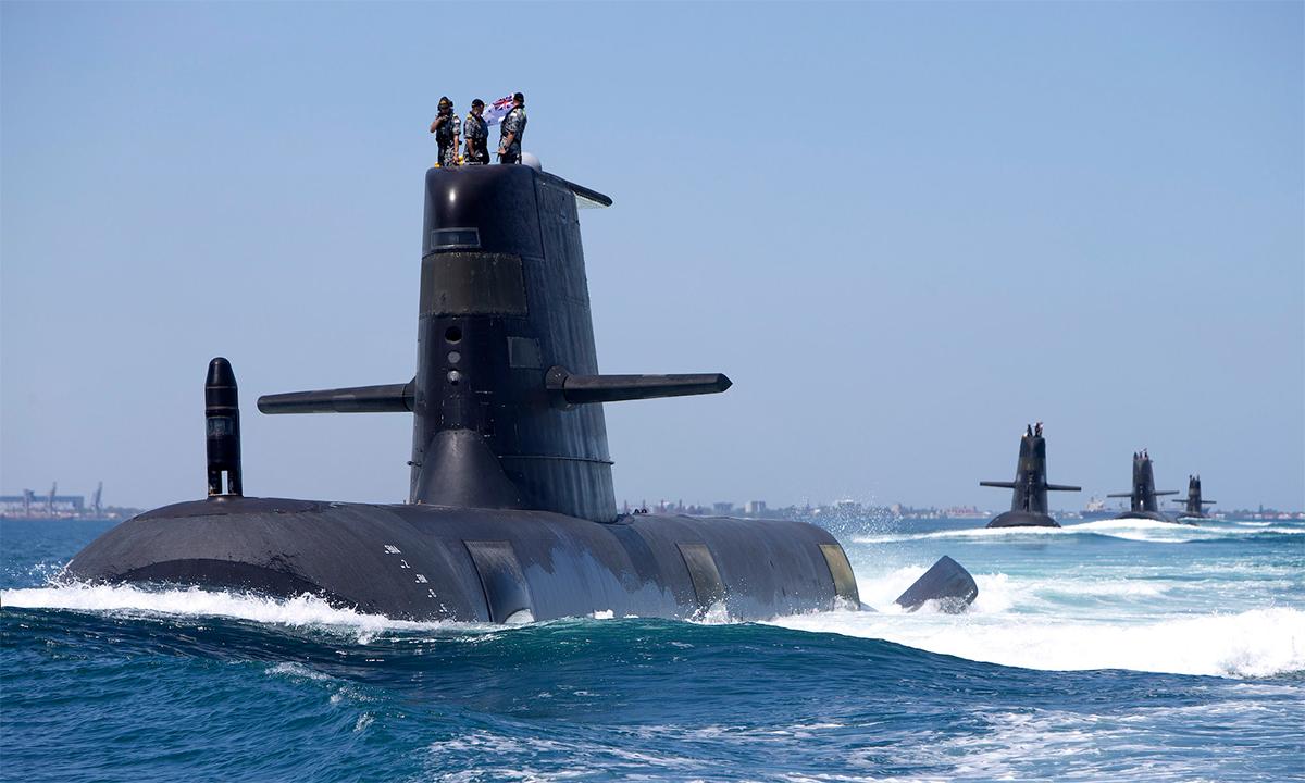 Tàu ngầm HMAS  Collins, HMAS Farncomb, HMAS Dechaineux và HMAS Sheean di chuyển theo đội hình khi đi qua vịnh Cockburn Sound, Tây Australia tháng 2/2019. Ảnh: BQP Australia.