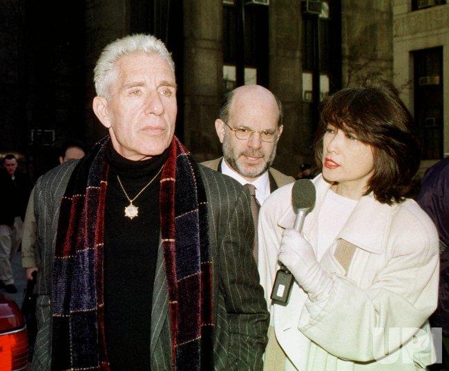 Bác sĩ Allan Zarkin hầu toà tại Manhattan, New York, 14/3/2000. Ảnh: UPI