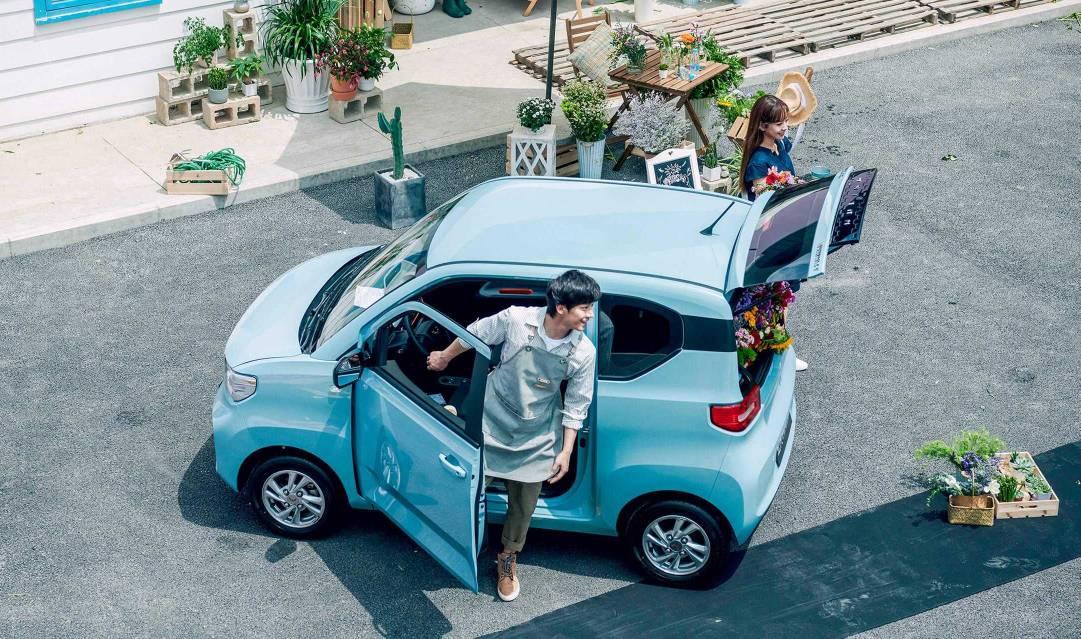 Xe có thể chở 4 người dù ngoại hình siêu nhỏ gọn, hoặc chở hai người và phần không gian còn lại để hành lý, đồ đạc. Ảnh: Wuling