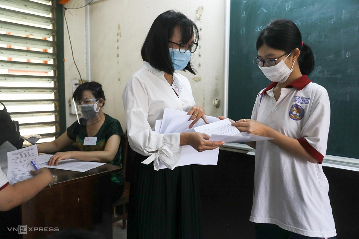 Thí sinh dự thi tốt nghiệp 2021 tại trường THPT Trưng Vương (quận 1, TP HCM). Ảnh: Quỳnh Trần